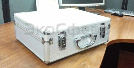 Измеритель уровней электромагнитных излучений П3-42 в упаковочном кейсе
