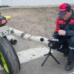 Измерение уровня звука в рамках техосмотра мотоцикла шумомером 1-го класса точности Октава-121 с поверкой