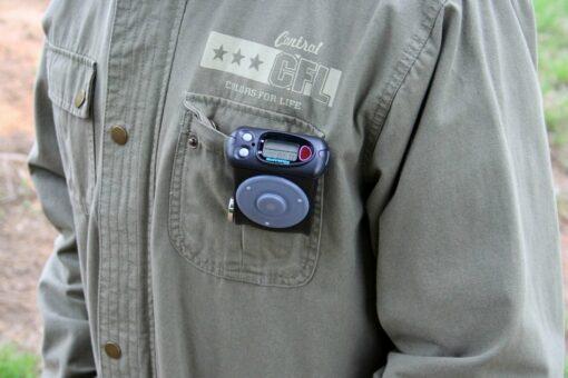 Пример крепления индивидуального дозиметра ДКГ-РМ1621 с первичной поверкой