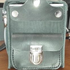 Внешний вид радиометра радона РАА-3-01 в сумке с отделением для хранения контрольного источника для контроля работоспособности