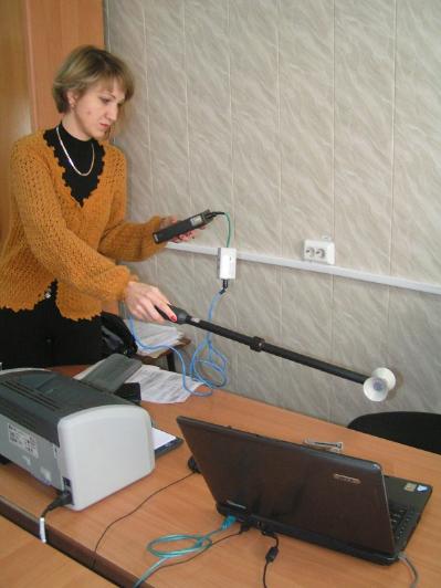 Измерение напряженности переменных электрических полей измерителем ИЭП-05 на рабочем месте с ПЭВМ