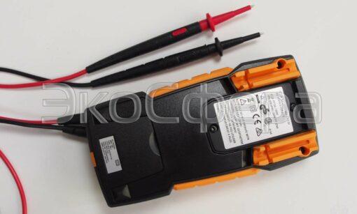 Testo 760-1 - Цифровой мультиметр с пазами на обратной стороне для установки измерительных щупов